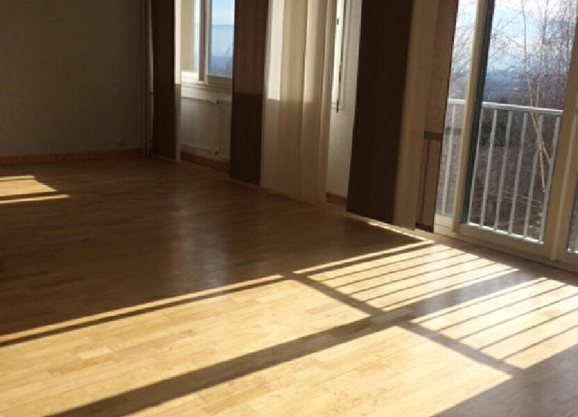 Appartement à louer 78.7m2 à Gex