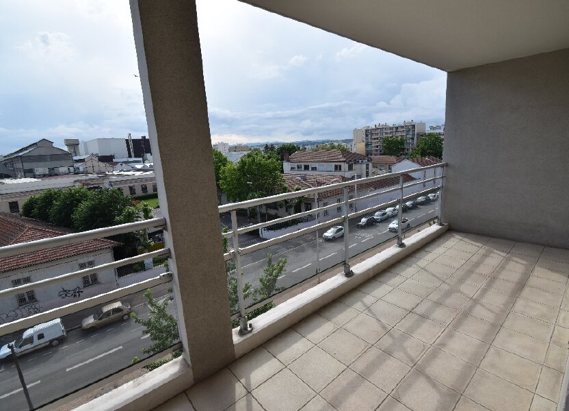 Appartement à louer 66.5m2 à Lyon 8