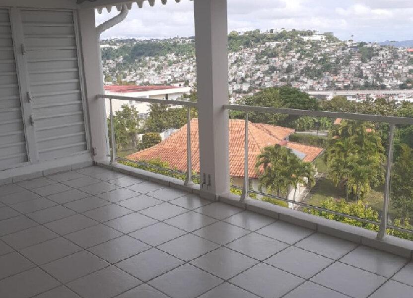 Appartement à louer 67.25m2 à Fort-de-France