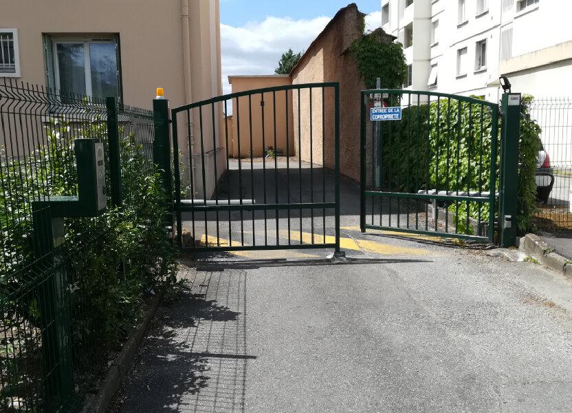 Stationnement à louer 14m2 à Lyon 8