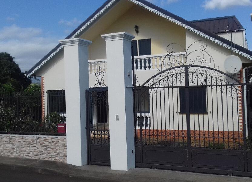 Maison à louer 170m2 à L'Étang-Salé