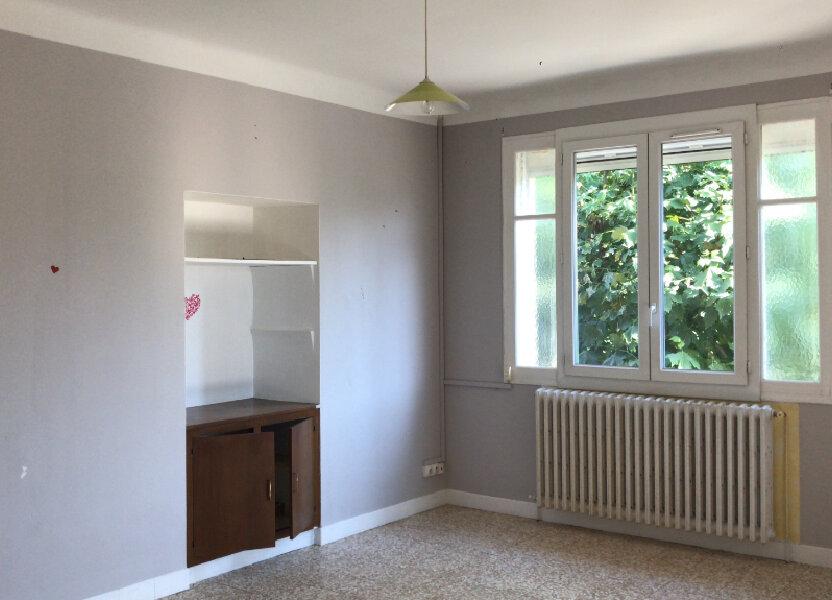 Appartement à louer 68m2 à Châteaurenard