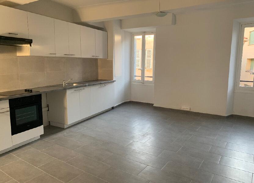 Appartement à louer 76m2 à Vence