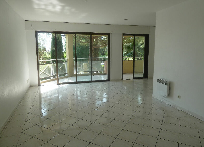 Appartement à louer 74m2 à Vence