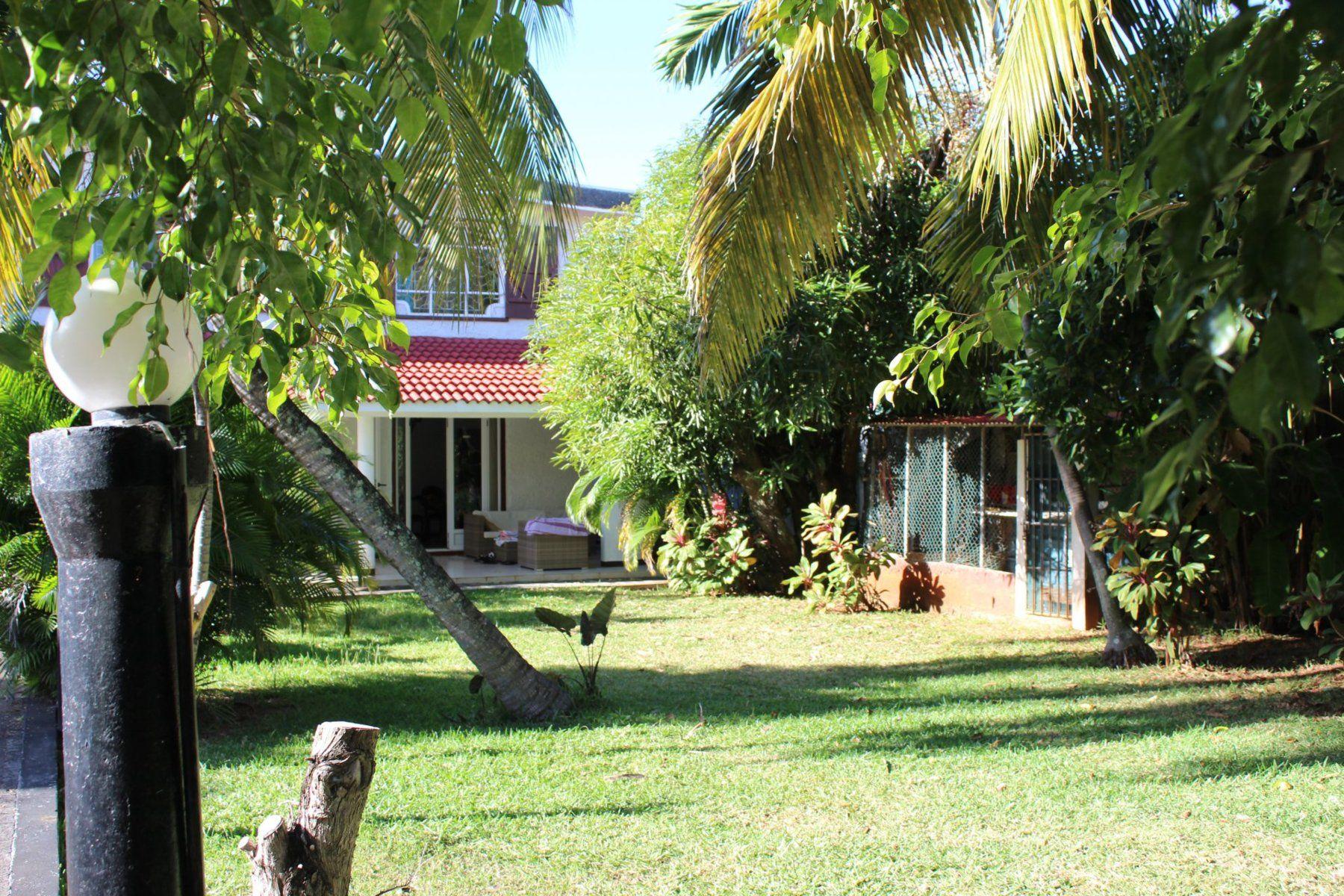 Maison à louer 9 800m2 à Ile Maurice vignette-1
