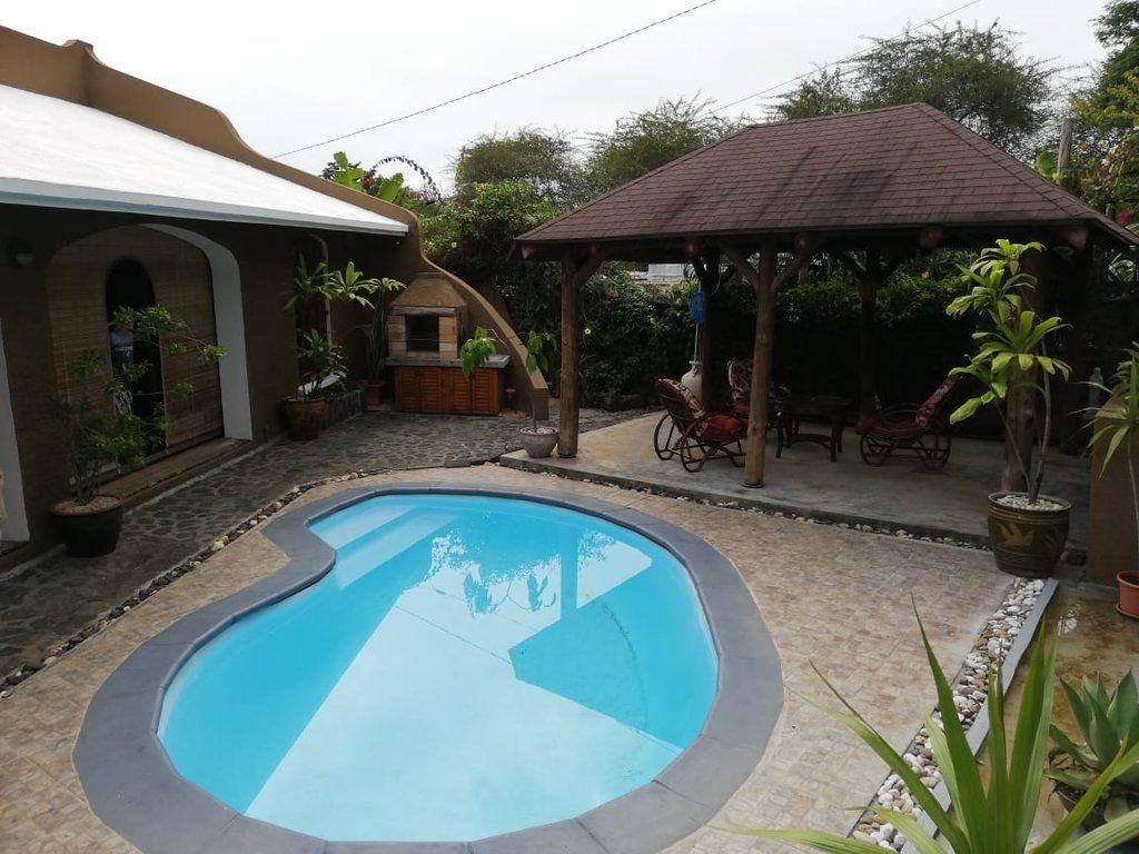 Maison à louer 4 250m2 à Ile Maurice vignette-1