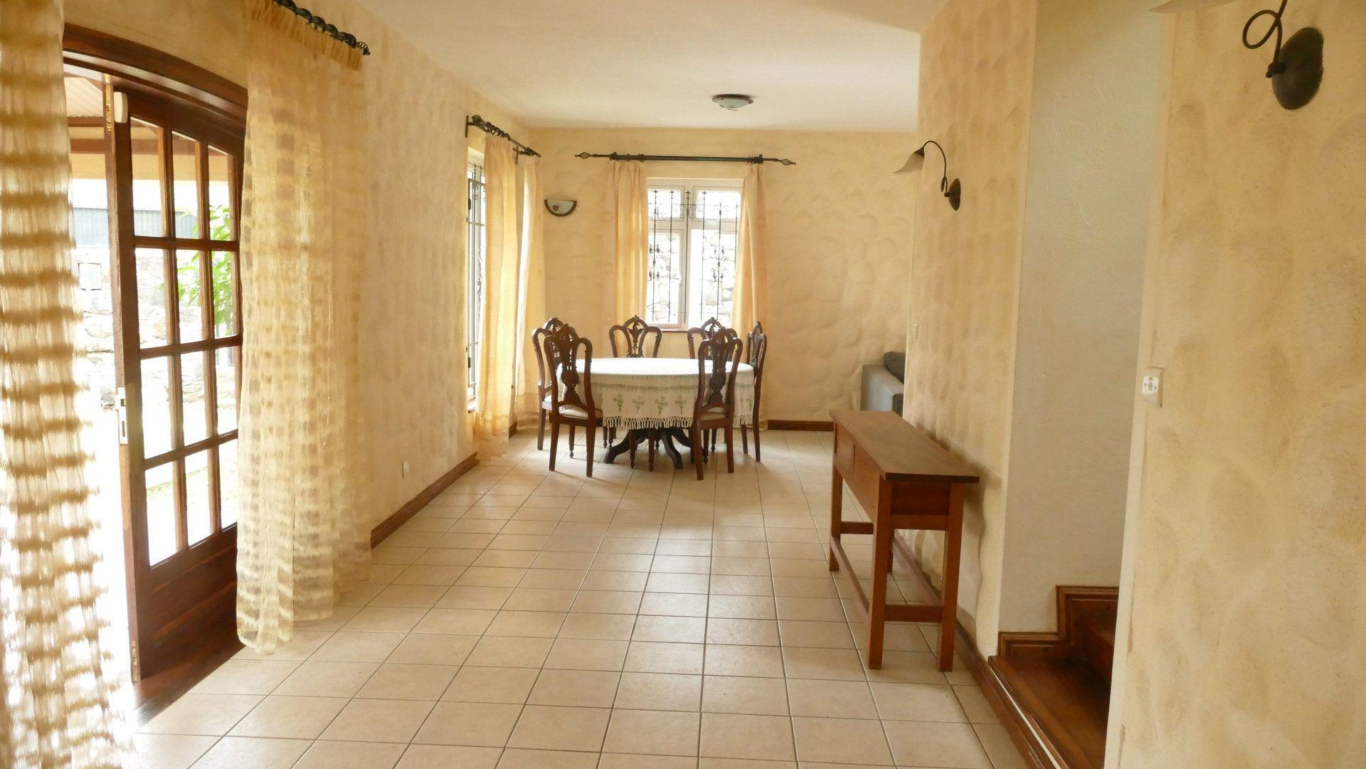 Appartement à louer 5 280m2 à Ile Maurice vignette-1