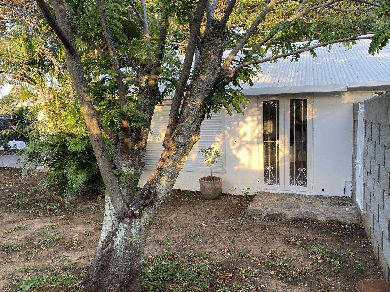 Maison à louer 3 100m2 à Ile Maurice vignette-4