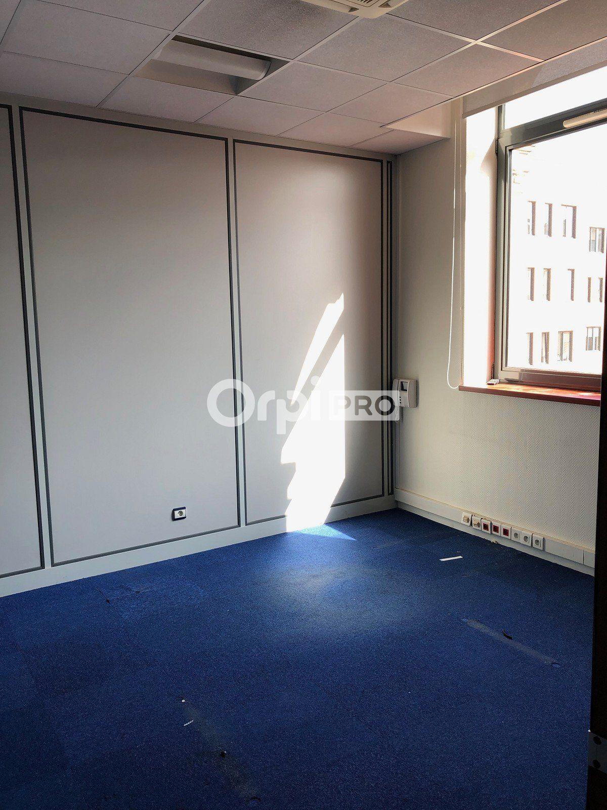 Bureau à louer 0 271.59m2 à Reims vignette-8