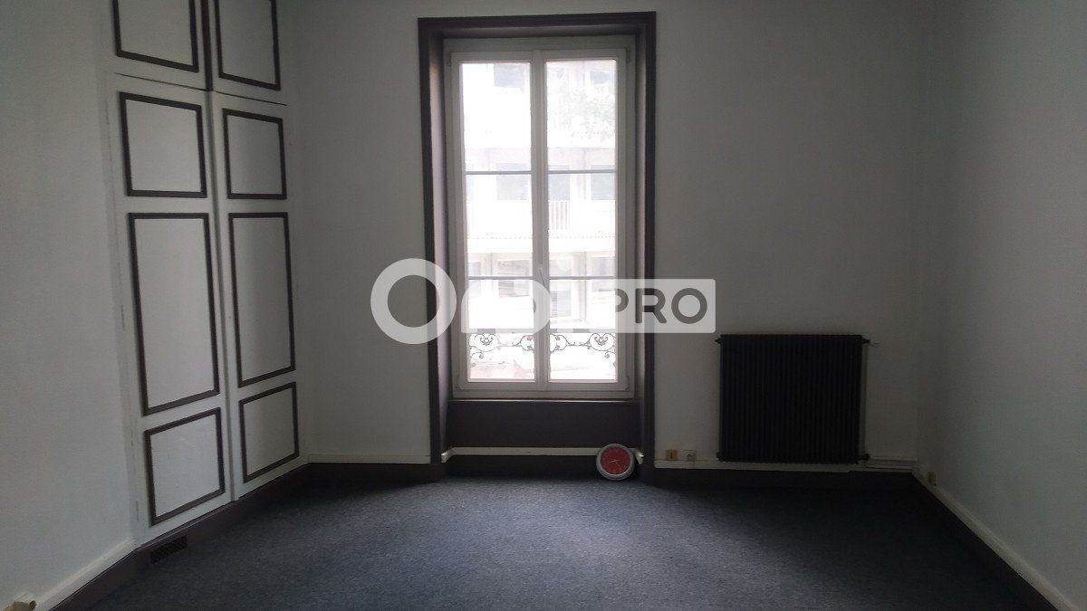 Bureau à louer 0 59m2 à Reims vignette-4