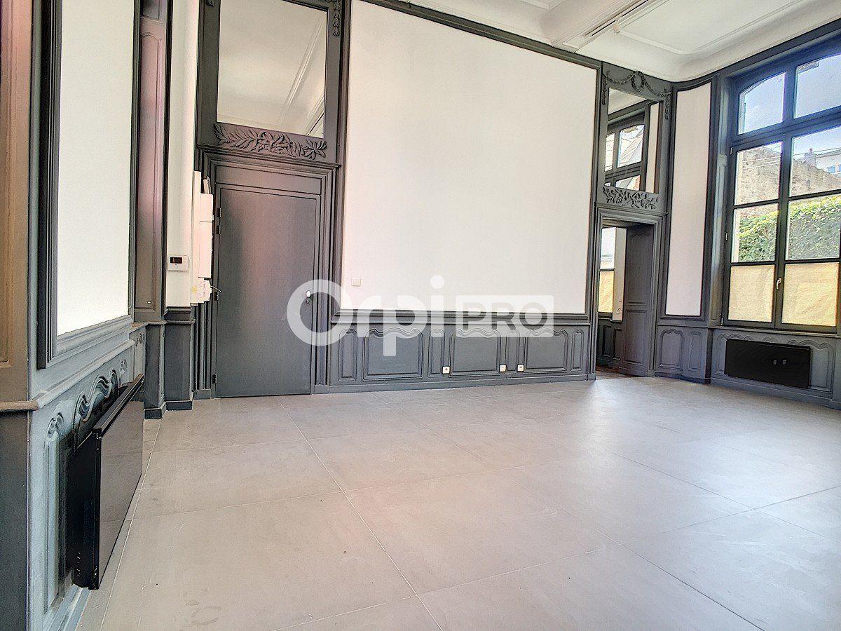 Bureau à louer 0 65m2 à Arras vignette-7