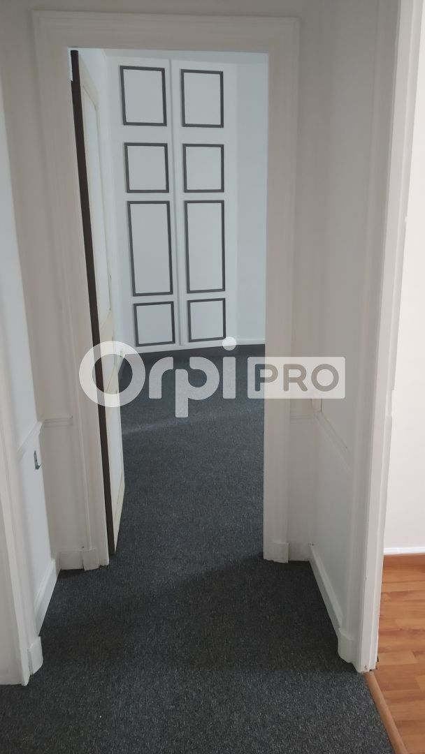 Bureau à louer 0 34m2 à Reims vignette-2