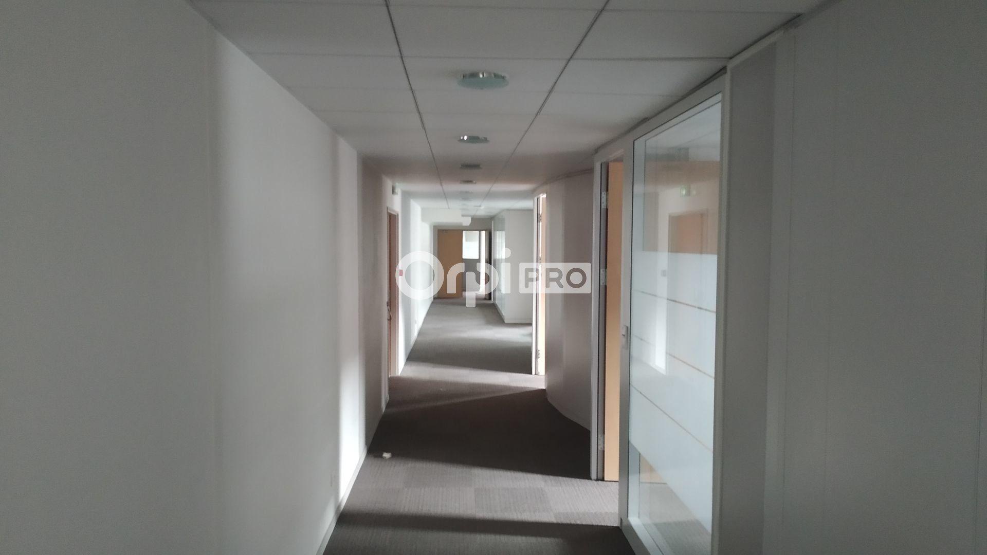 Bureau à louer 0 785.9m2 à Reims vignette-4