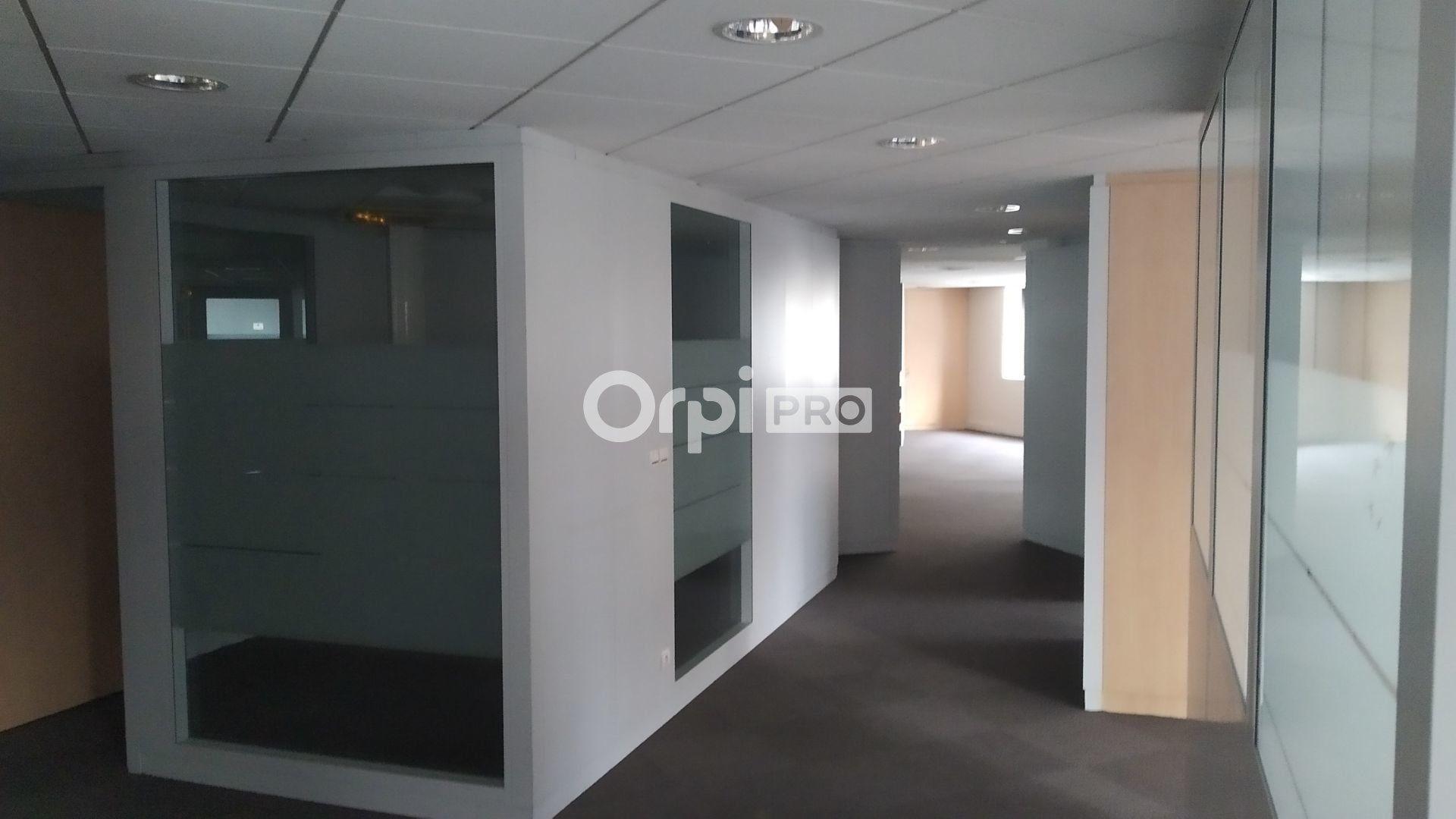 Bureau à louer 0 785.9m2 à Reims vignette-9
