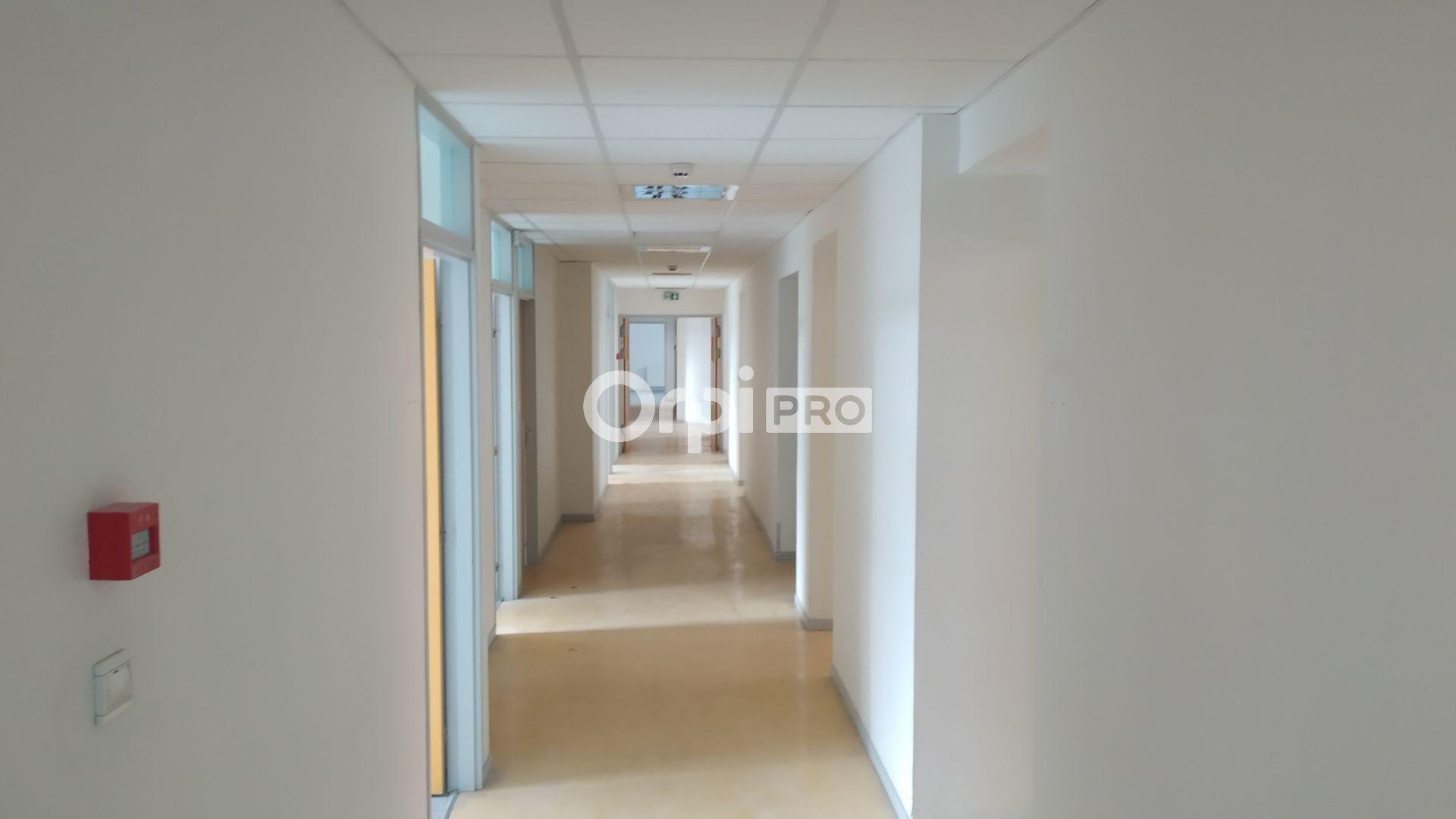 Bureau à louer 0 443m2 à Reims vignette-8
