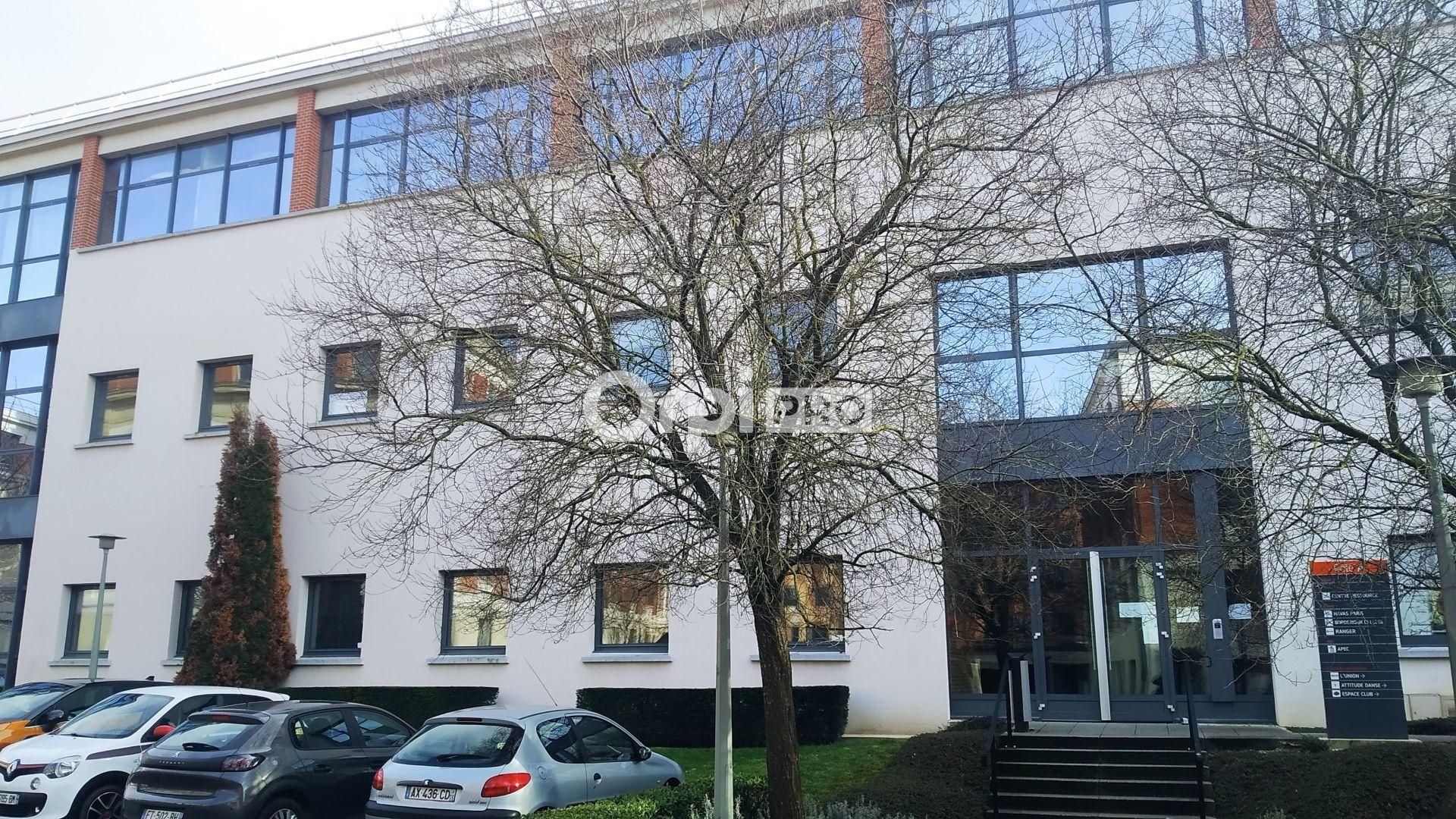 Bureau à louer 0 159.23m2 à Reims vignette-1