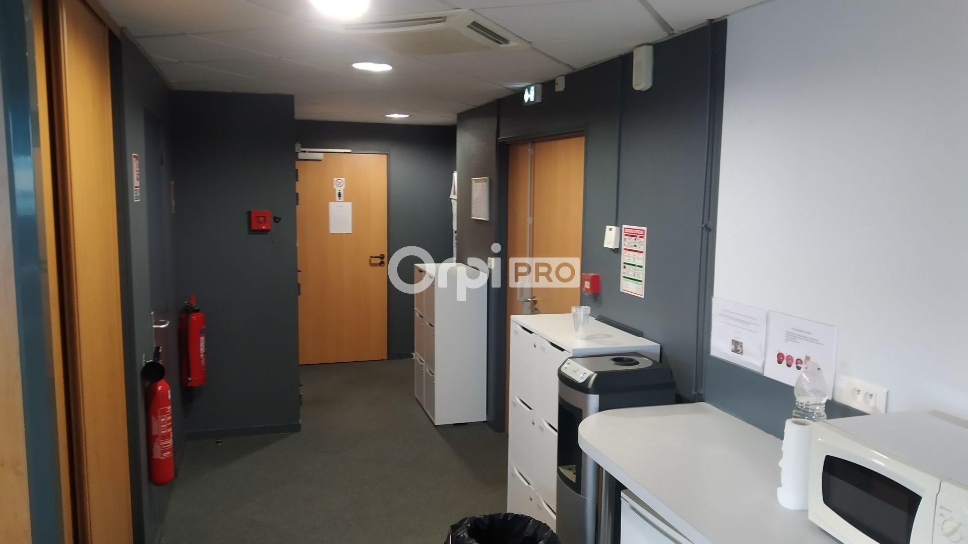 Bureau à louer 0 376m2 à Reims vignette-5