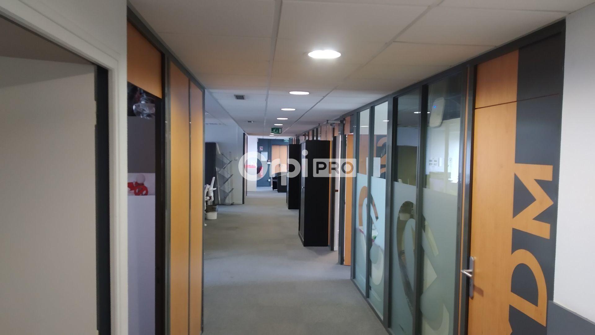 Bureau à louer 0 376m2 à Reims vignette-6