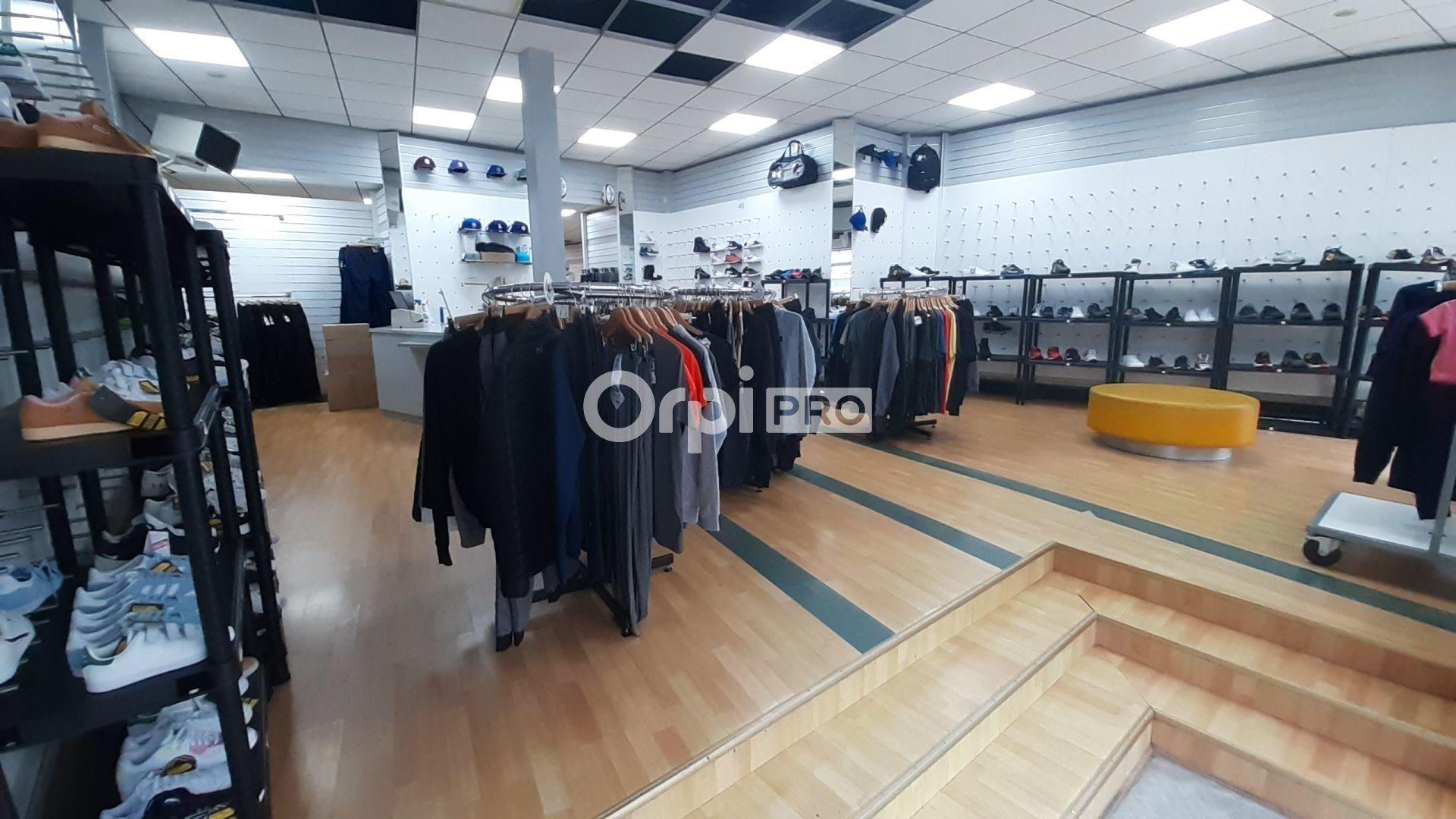 Local commercial à louer 0 220m2 à Montluçon vignette-4