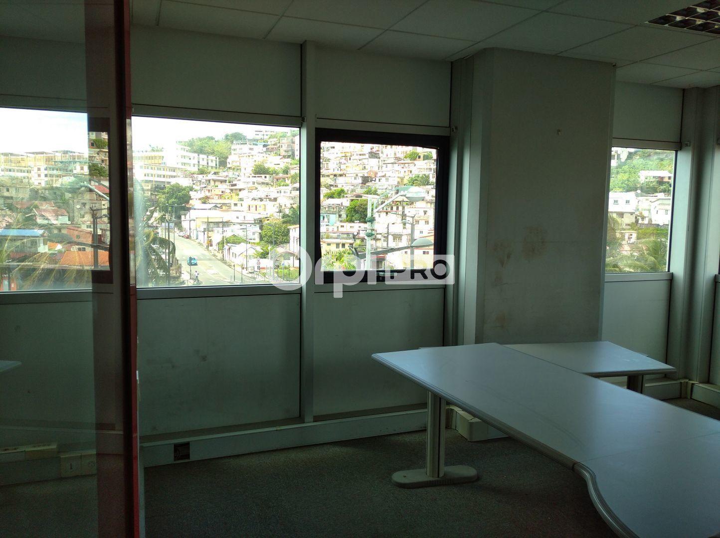 Bureaux à vendre 0 141m2 à Fort-de-France vignette-5