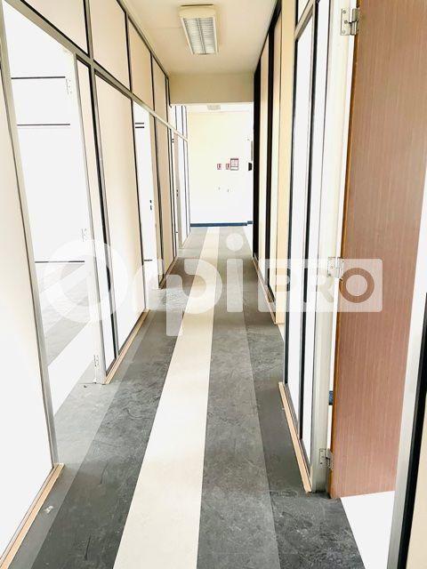 Bureau à louer 0 202m2 à Reims vignette-2