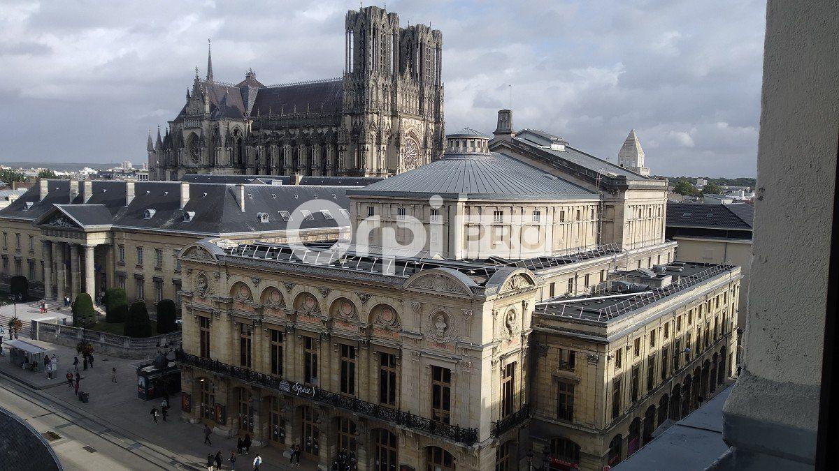 Bureau à louer 810m2 à Reims