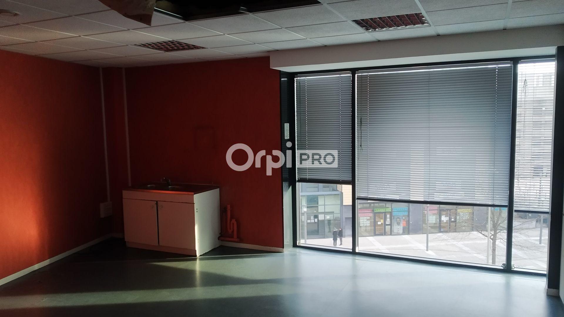 Bureau à louer 233m2 à Reims
