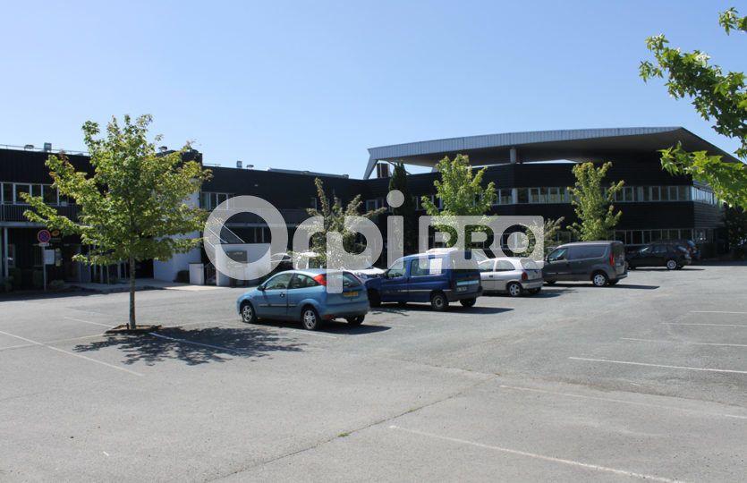 Bureau à louer 303m2 à Mérignac