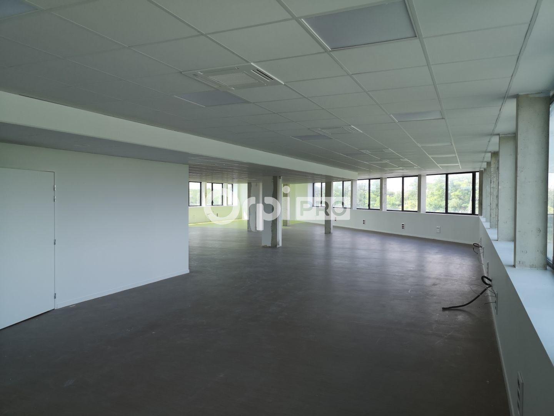 Bureau à louer 836m2 à Bezannes