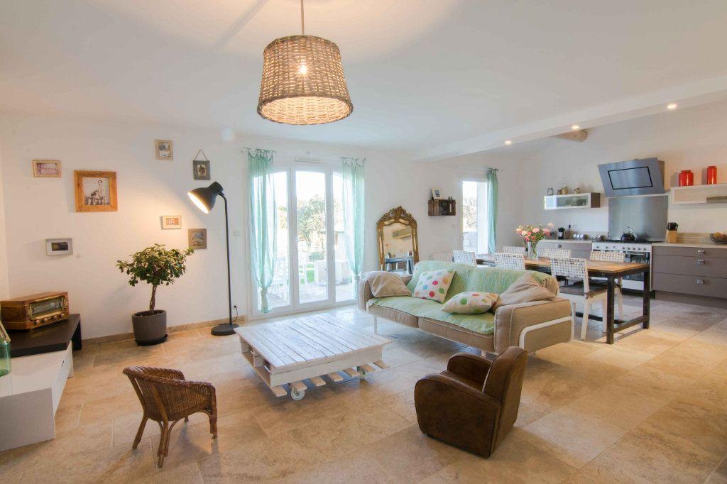 Maison à vendre 5 132m2 à Saint-Hilaire-d'Ozilhan vignette-2