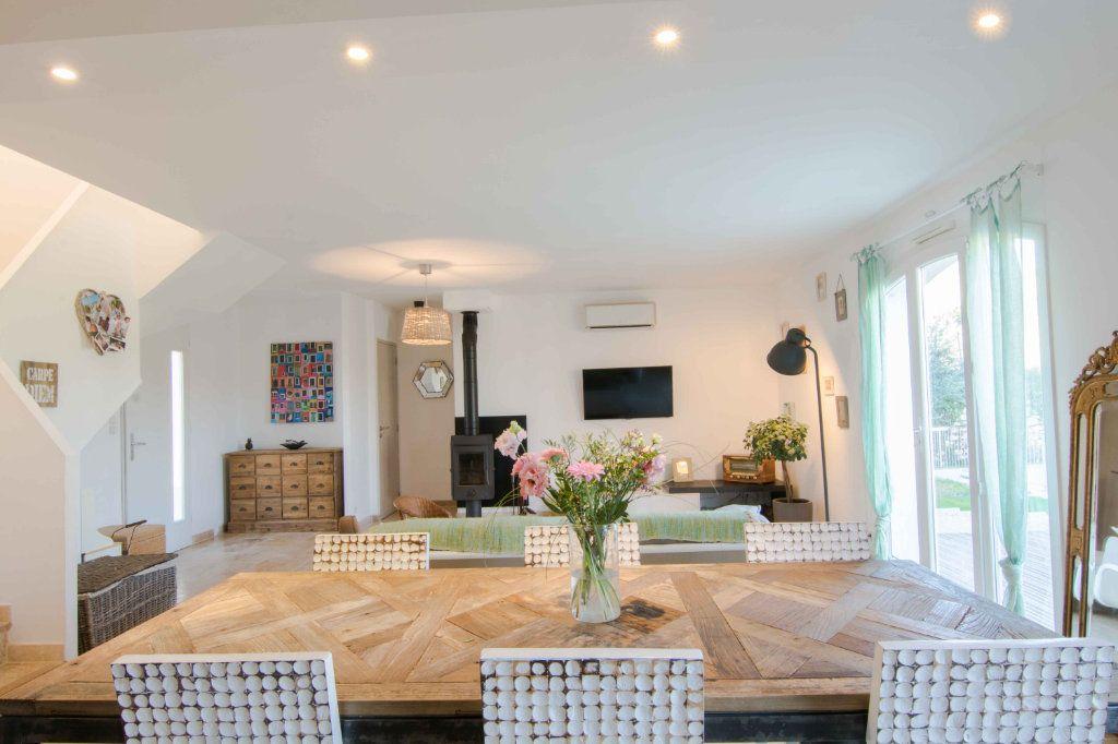 Maison à vendre 5 132m2 à Saint-Hilaire-d'Ozilhan vignette-3