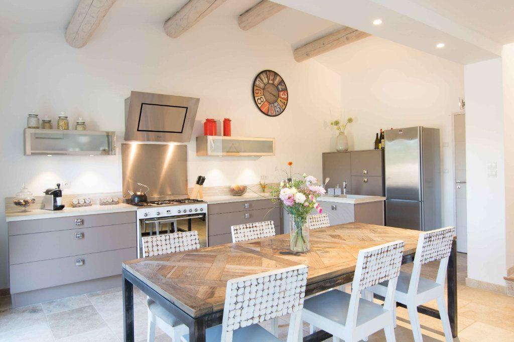 Maison à vendre 5 132m2 à Saint-Hilaire-d'Ozilhan vignette-4