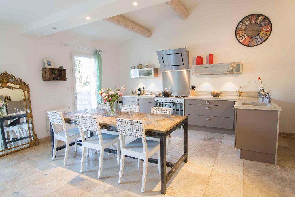 Maison à vendre 5 132m2 à Saint-Hilaire-d'Ozilhan vignette-9