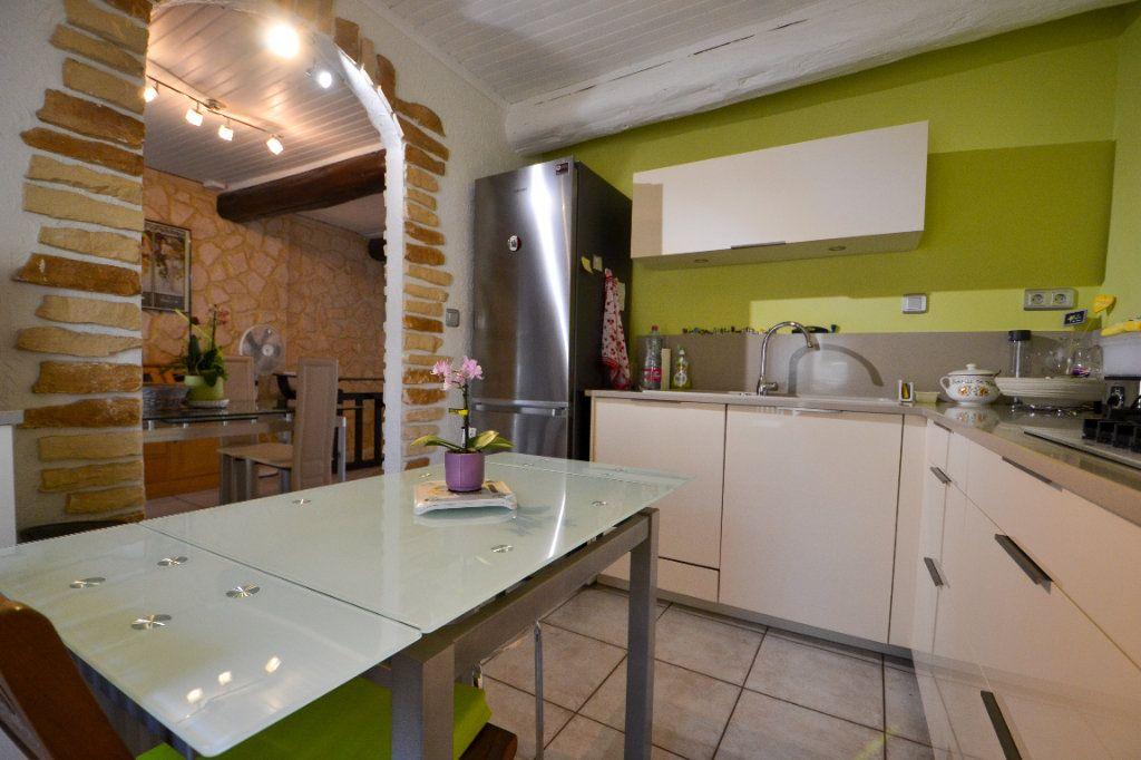 Maison à vendre 5 147m2 à Roquemaure vignette-3