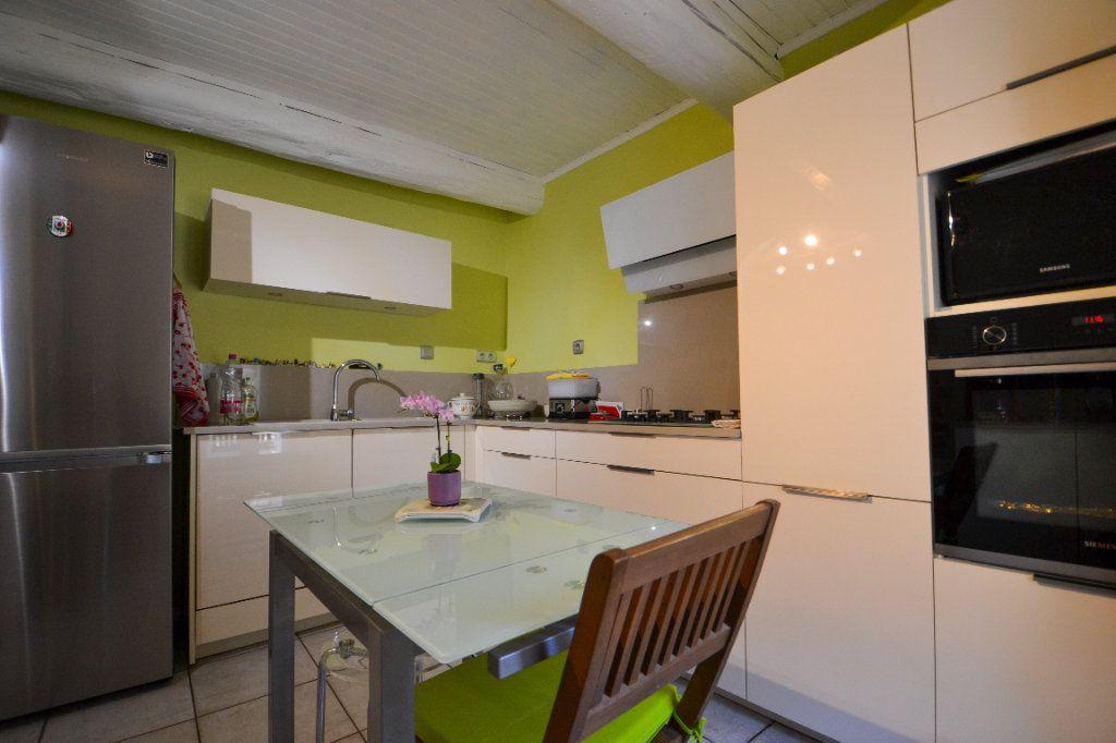 Maison à vendre 5 147m2 à Roquemaure vignette-4