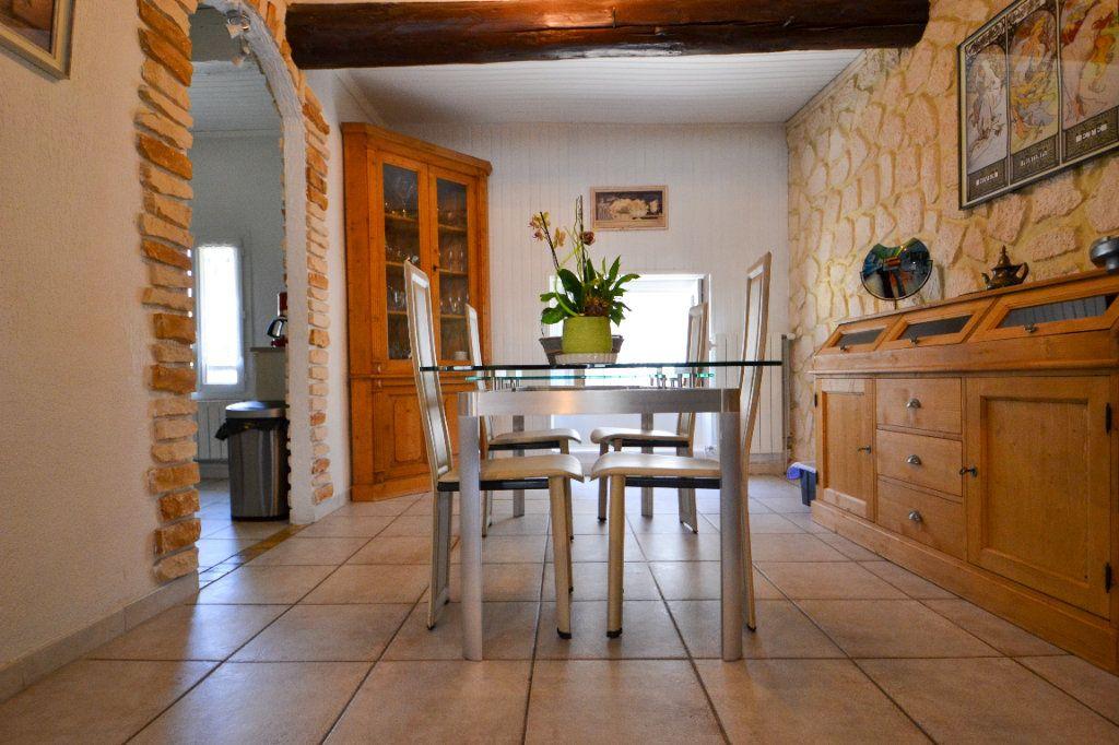 Maison à vendre 5 147m2 à Roquemaure vignette-11