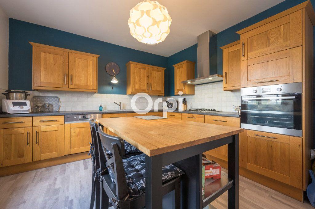 Maison à vendre 6 127m2 à Petite-Forêt vignette-1