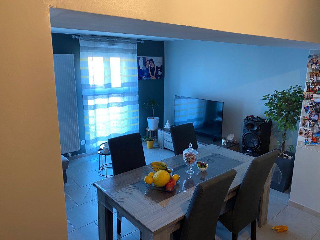 Appartement à louer 3 79.65m2 à Raismes vignette-2