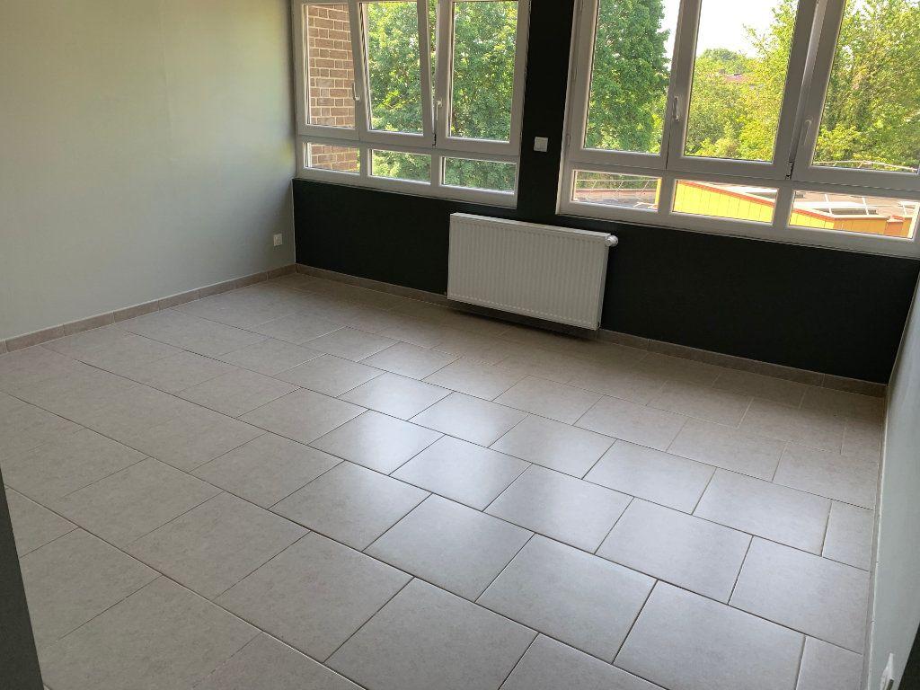 Appartement à louer 3 67.03m2 à Raismes vignette-3