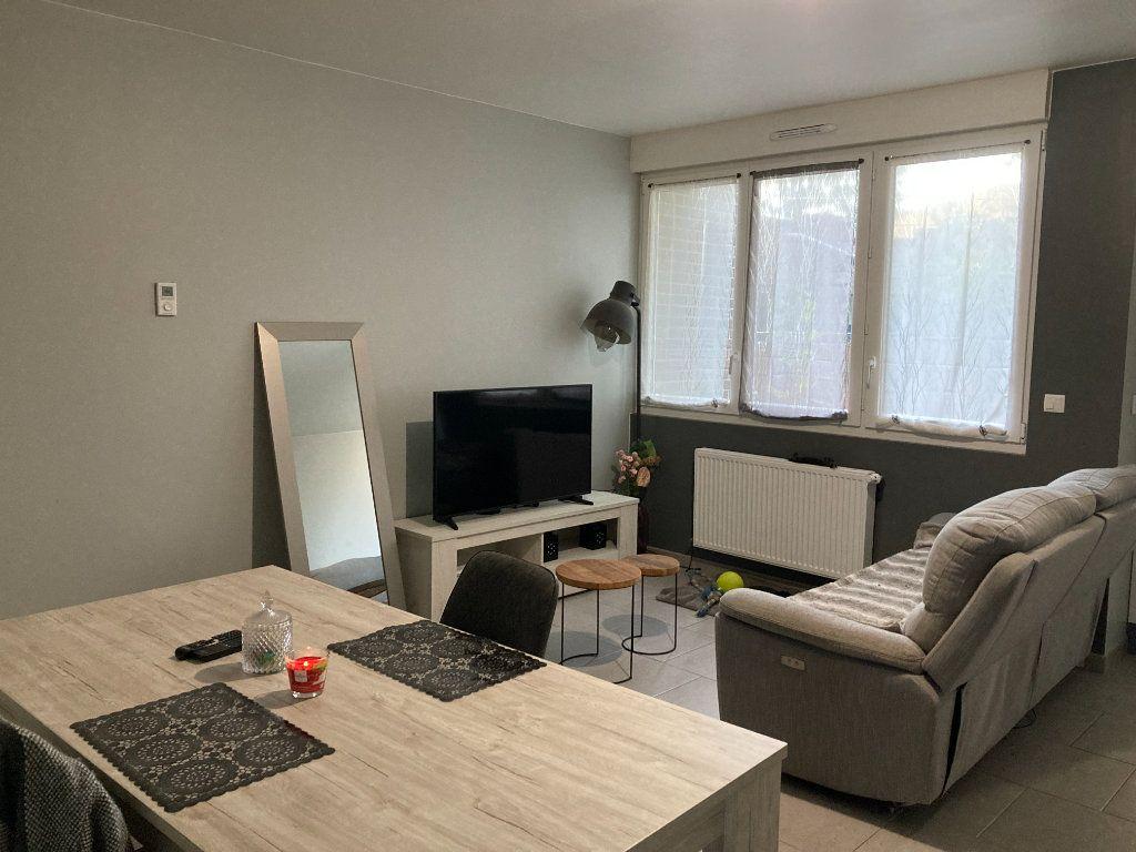 Appartement à louer 2 55.79m2 à Raismes vignette-1