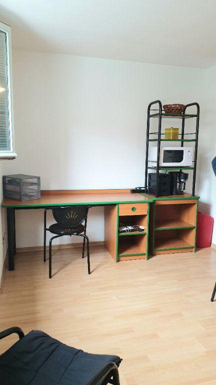 Appartement à louer 1 22m2 à Valenciennes vignette-6