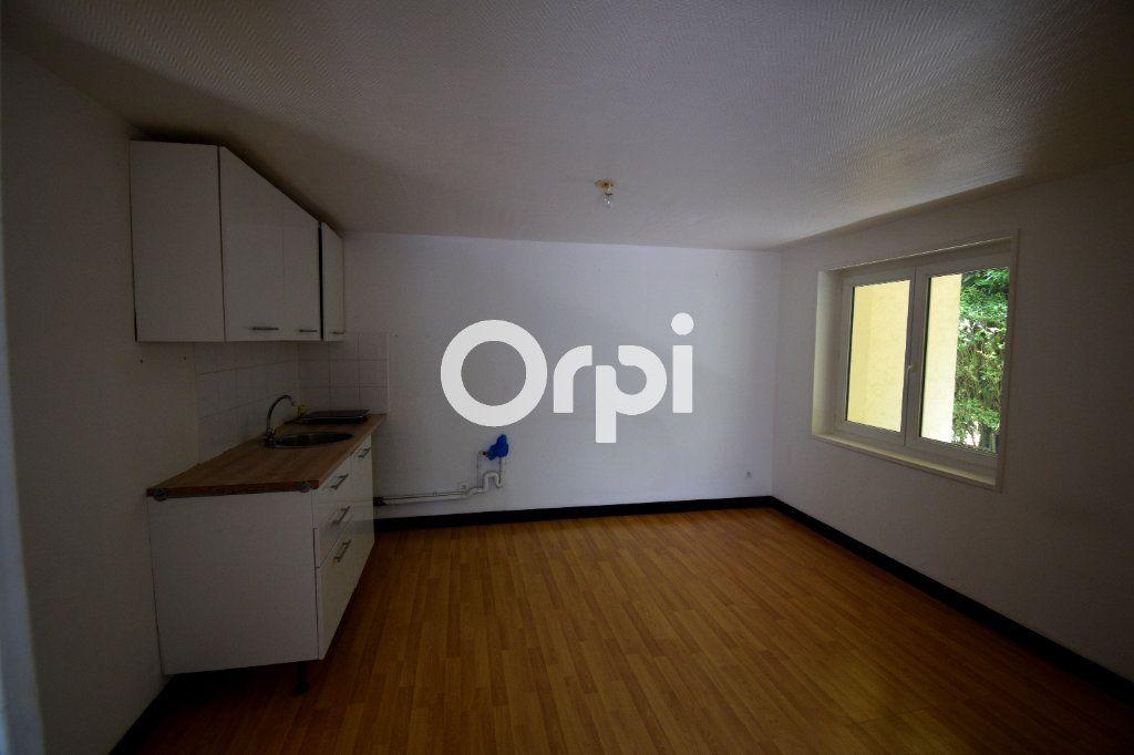 Appartement à louer 2 35m2 à Saint-Amand-les-Eaux vignette-2