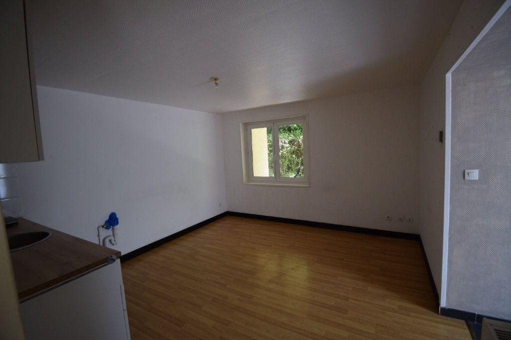 Appartement à louer 2 35m2 à Saint-Amand-les-Eaux vignette-3