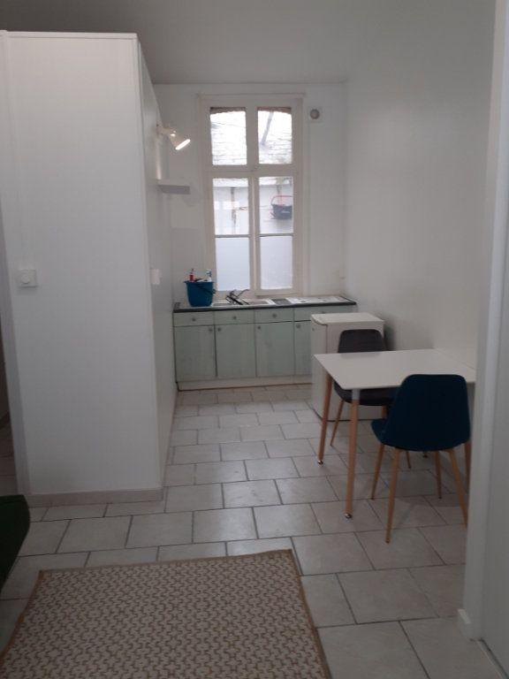 Appartement à louer 1 25m2 à Valenciennes vignette-1
