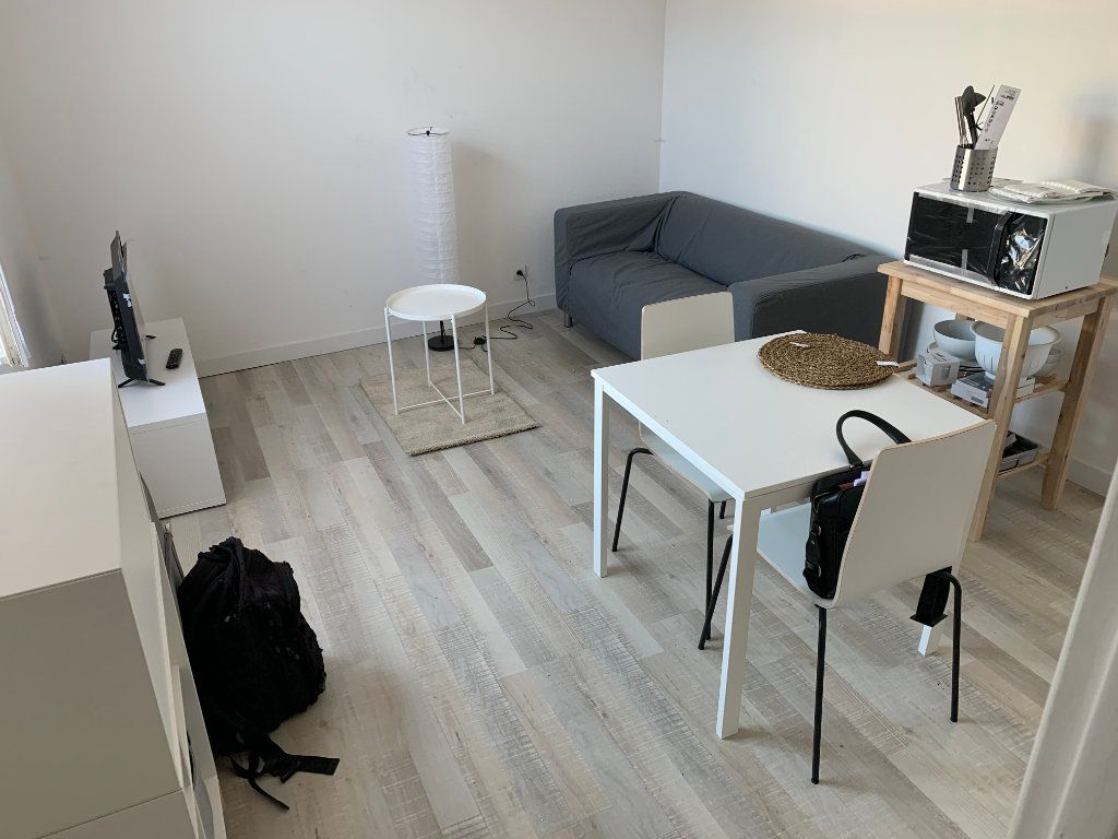 Appartement à louer 2 27.67m2 à Valenciennes vignette-1
