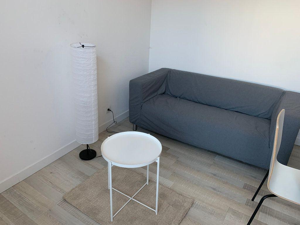 Appartement à louer 2 27.67m2 à Valenciennes vignette-3