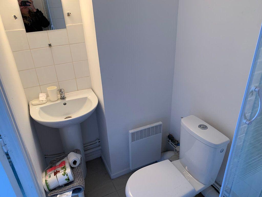 Appartement à louer 2 27.67m2 à Valenciennes vignette-8