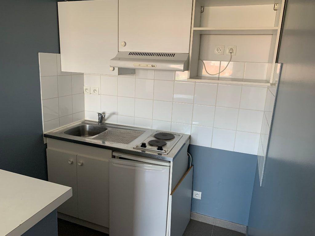 Appartement à louer 2 30.26m2 à Valenciennes vignette-3