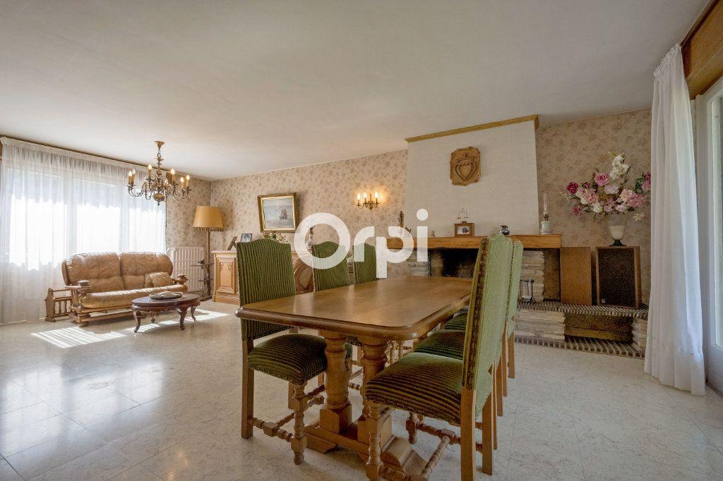 Maison à vendre 7 108m2 à Saint-Saulve vignette-1