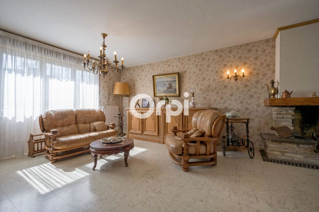 Maison à vendre 7 108m2 à Saint-Saulve vignette-2